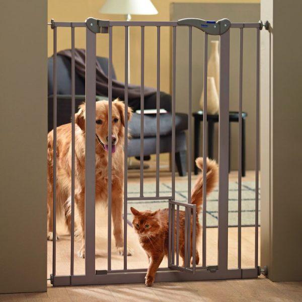 ZOOSHOP.ONLINE - Zoopreču internetveikals - SAVIC Dog Barrier Cat iespiežamie vārtiņi ar mazām durvīm