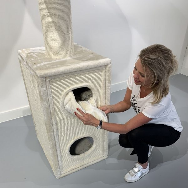 ZOOSHOP.ONLINE - Zoopreču internetveikals - Kaķu māja Kaķu Tornis (krēms). Cat Tree Cat Tower Box Cream